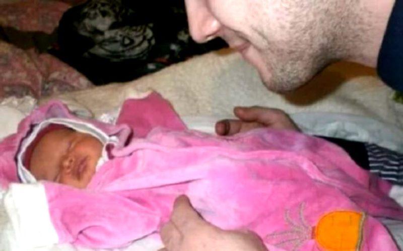 Женщина родила ребенка, заботясь о себе, и отказалась от него