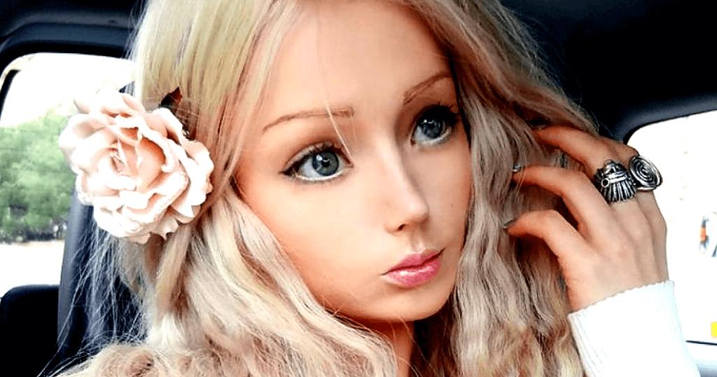 Живая кукла Барби сбросила с себя этот образ и вот как сейчас она выглядит