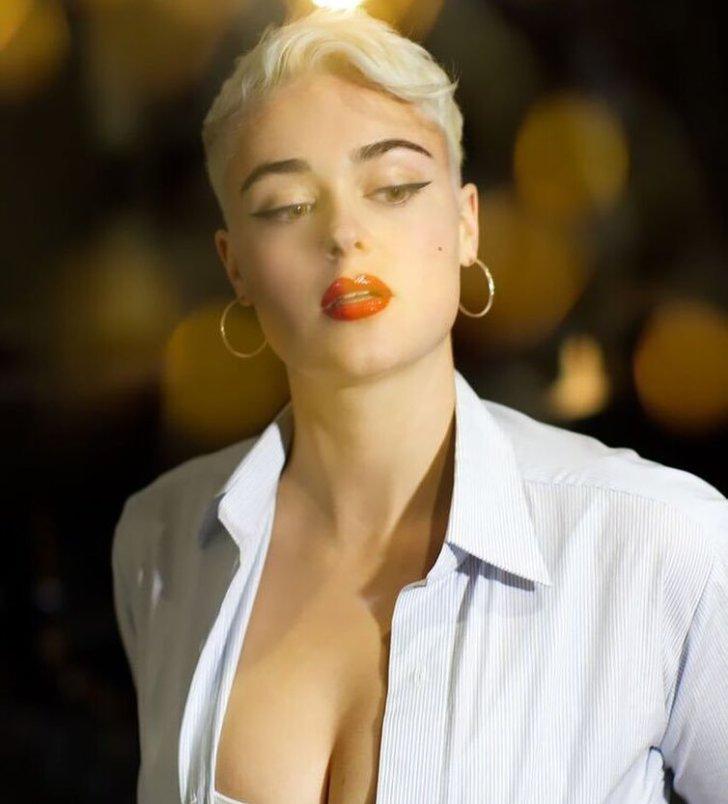 """Она модель """"плюс-сайз"""" и не стесняется своего тела"""