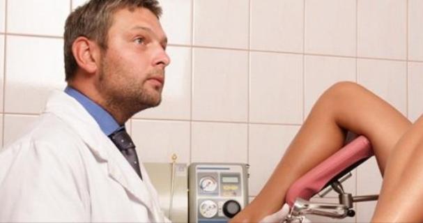Во время осмотра гинеколог решил пошутить