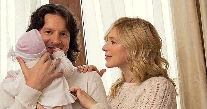 Снимок с новорожденным ребенком И. Гриневой вызвал умиление поклонников