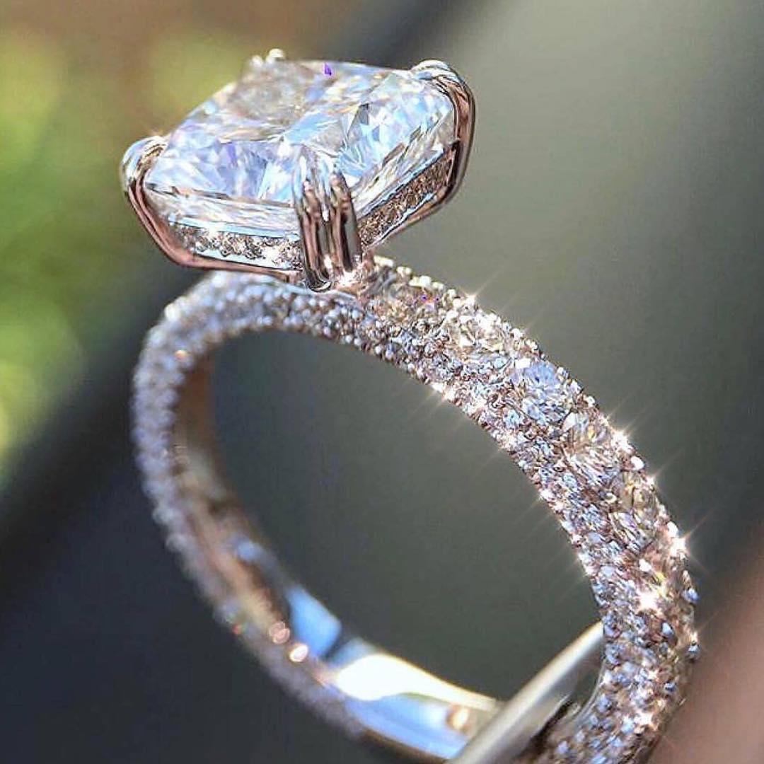тянет самое красивое обручальное кольцо в мире фото напомнит радостях