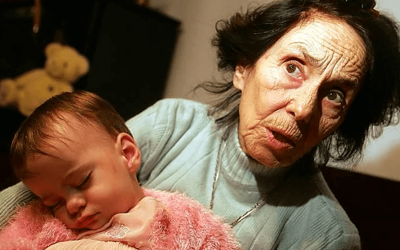 «Спустя 14 лет»: как сегодня выглядит девочка, которая родилась у 66-летней матери