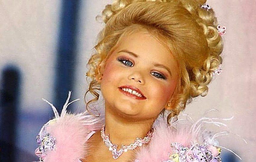 Энергетики и ремни: как сегодня выглядит самая красивая девочка Америки