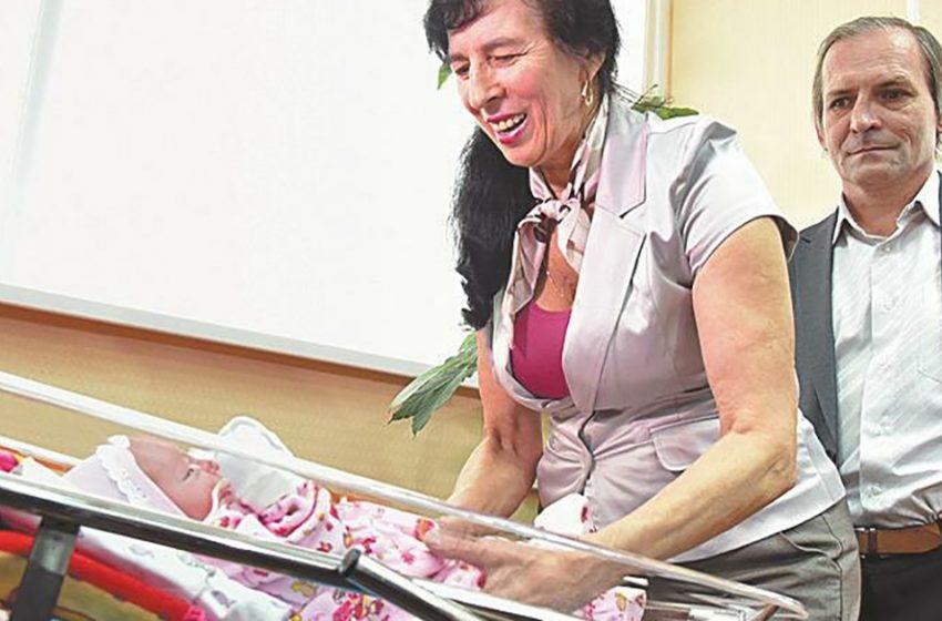 Москвичка родила в 60. Как выглядит ее дочь сейчас и как они живут?