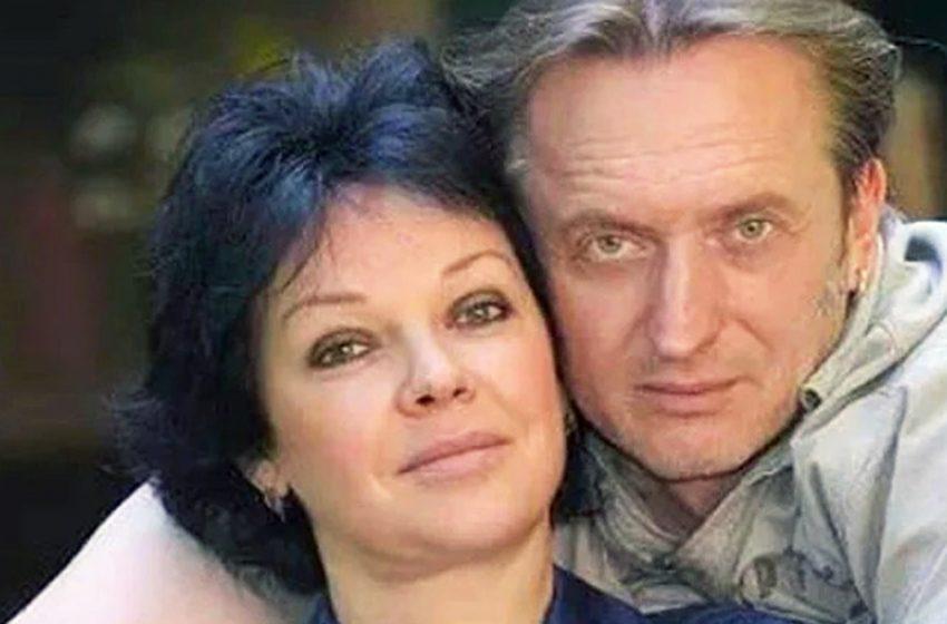 Елена Валюшкина осталась одна с двумя детьми после 20 лет брака