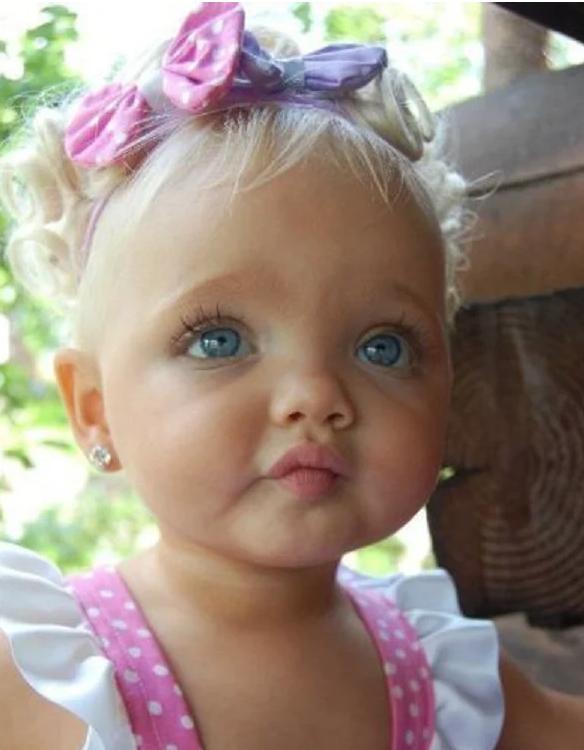 Девочка с необыкновенной внешностью как у «Барби». Что с ней стало спустя девять лет