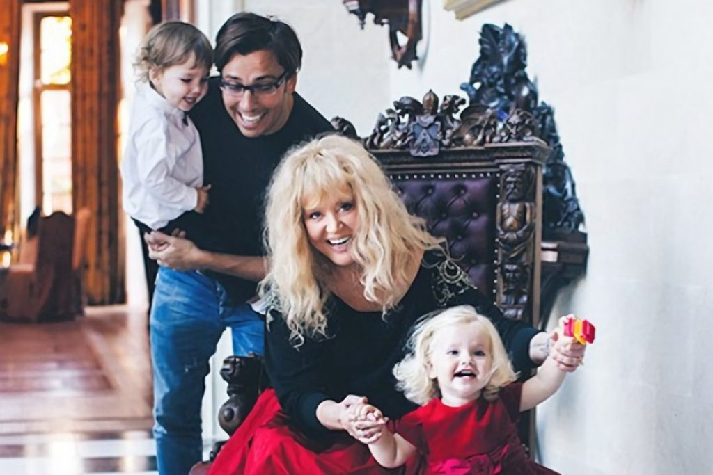 Новое «домашнее» фото семьи в Инстаграме Максима Галкина
