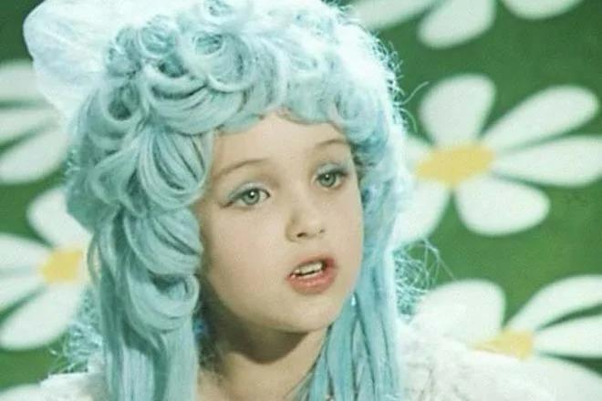 Что стало с девочкой с голубыми волосами? Маленькой Мальвине сейчас уже за 50