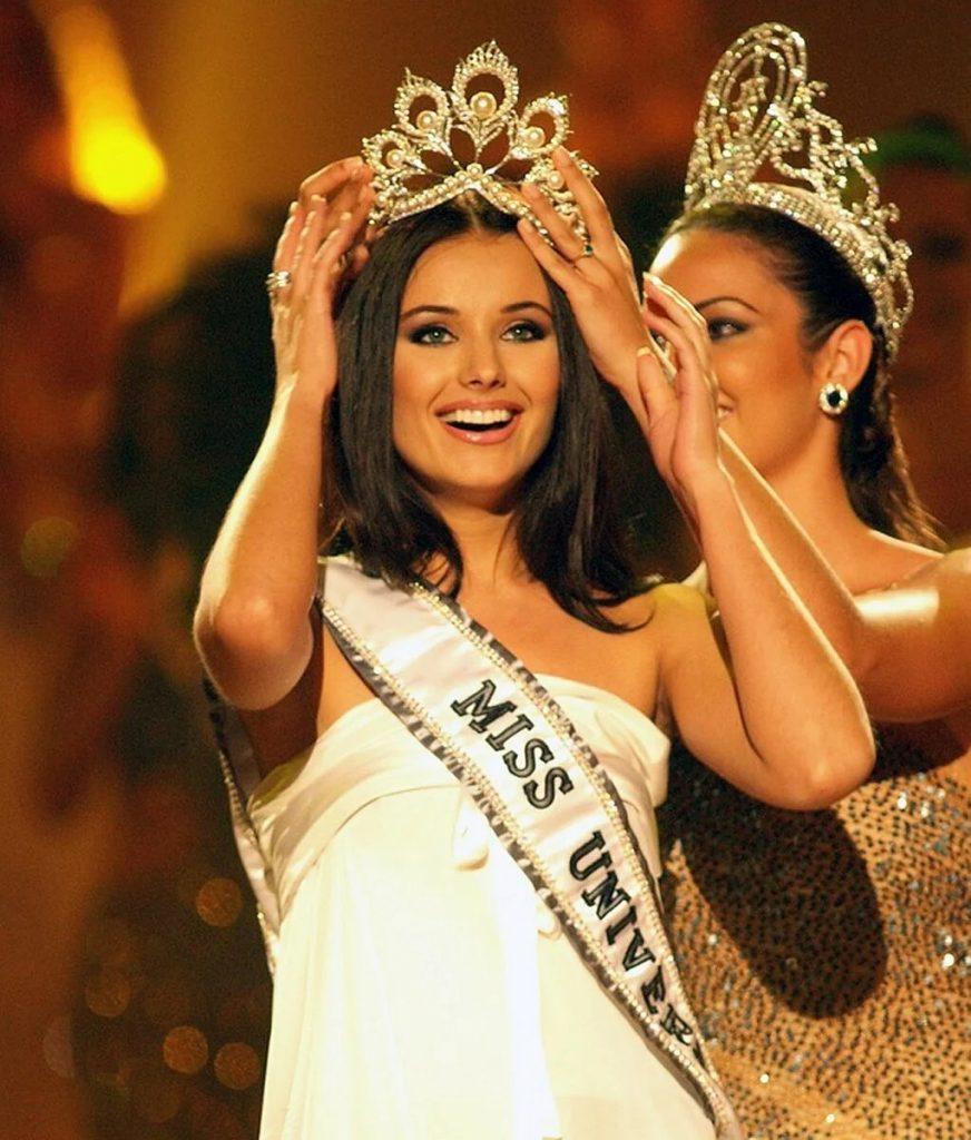 Единственная «Мисс Вселенная» из России: спустя 17 лет. Карьера, муж и дети красавицы Оксаны Федоровой