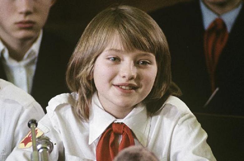 Как сегодня выглядит Катя Лычева, более известная как «голубь мира»