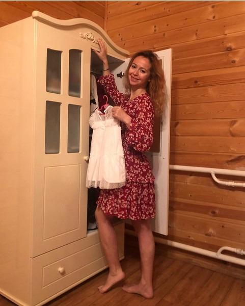 Маленькая модница Елены Захаровой. Какой растет 3-летняя дочь актрисы