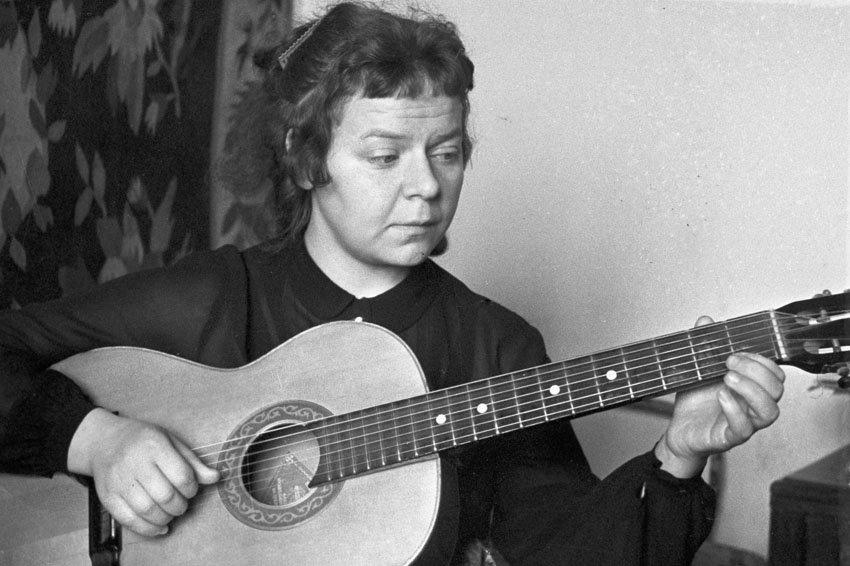 Новелла Матвеева: как поэтесса с четырьмя классами за плечами стала известной на все СССР