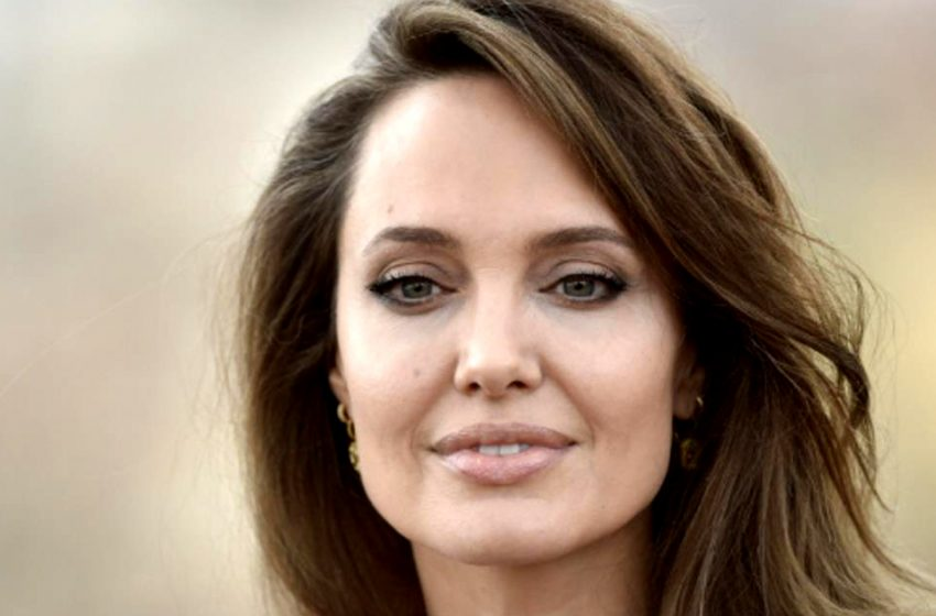 Кожа да кости: новые фотографии Анджелины Джоли повергли фанатов в шок