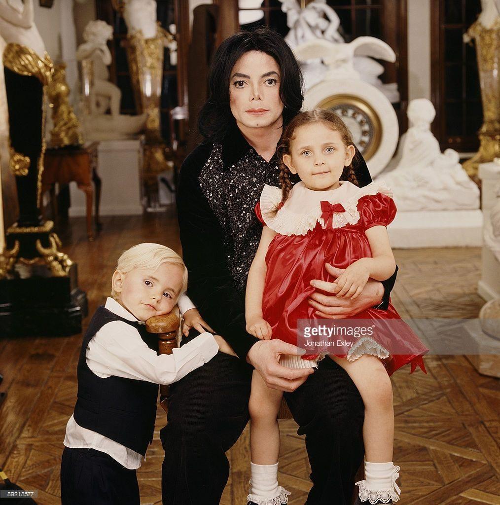 Как сложилась судьба наследницы Майкла Джексона после ухода знаменитого отца? Пэрис Джексон