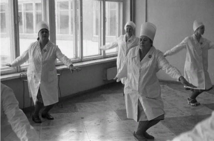 """Выживали, как могли: как в СССР люди """"подрабатывали"""" и кто больше всех """"брал"""""""