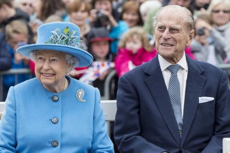 Всего трем людям известен секрет обручального кольца Елизаветы II