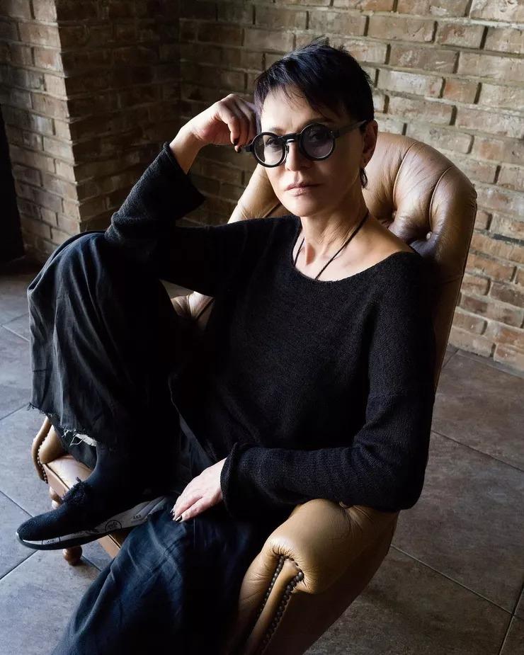 Естественная красота Ирины Хакамада: как выглядит женщина без очков и макияжа?