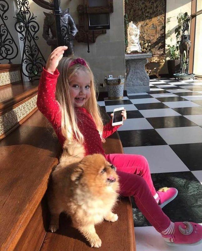 «Как похожа на Аллу»: Лиза Галкина восхитила сеть новым снимком