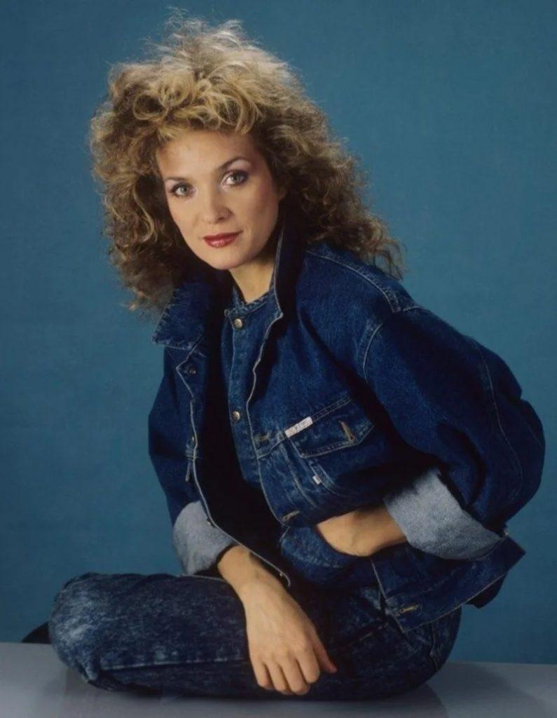 «Мода из 80-х и 90-х»: стильные образы звёзд, которые актуальны и сегодня