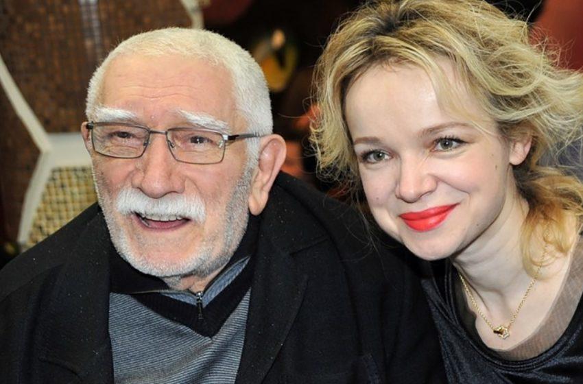 «Будто внучка с дедом»։ Виталина Цымбалюк опубликовала редкий снимок с Джигарханяном на отдыхе