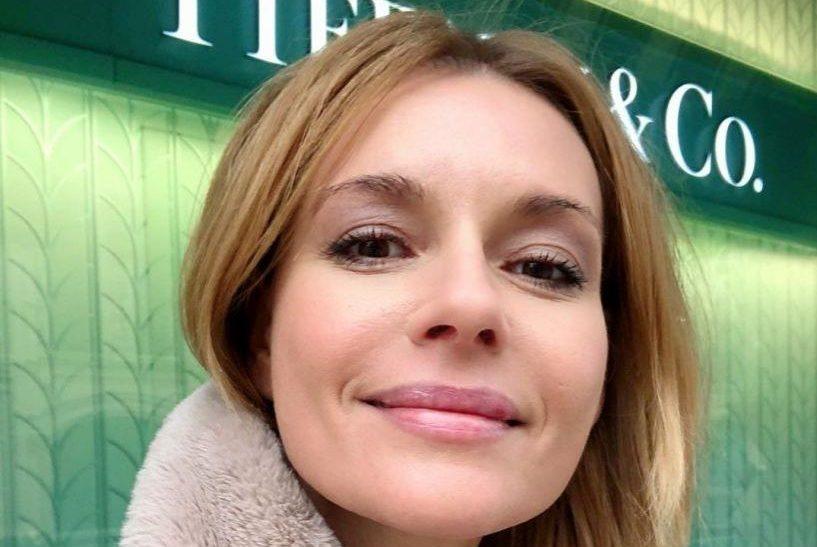 «Это уж слишком»: 43-летнюю Любовь Толкалину раскритиковали за фото на подоконнике