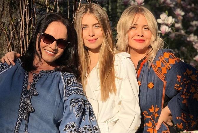«Сложно понять, кто из них моложе»: София Ротару на новом фото кажется ровесницей своей невестки