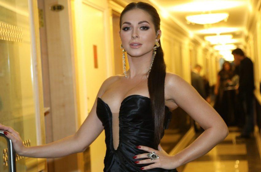«А муж не против?»: певица Нюша дерзко обнажила бюст на звездной вечеринке