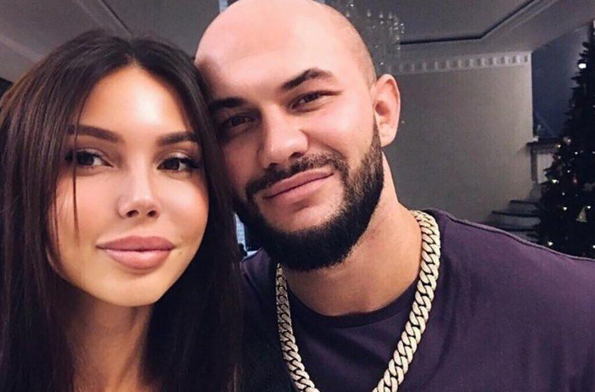 «Мне 33, но я еще молодая»: Оксана Самойлова удивила фанатов дерзкими фото в простыне
