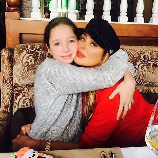 «Настоящая модель! На маму похожа»: 14-летняя дочь Началовой вышла в свет в новом образе