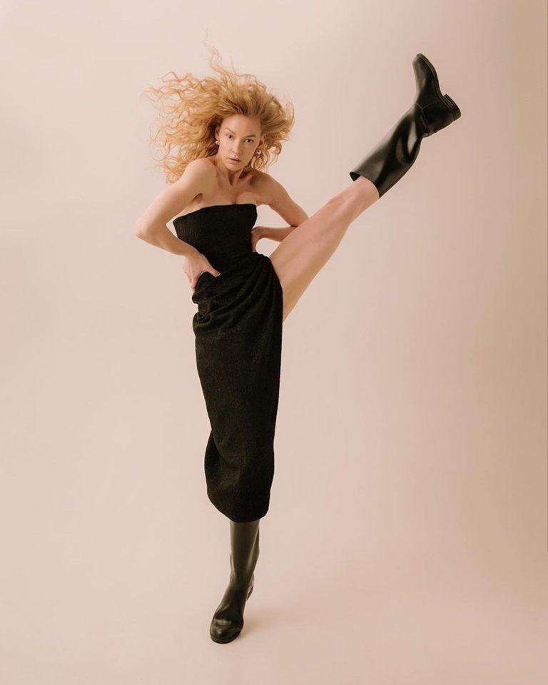 «Вот это растяжка!»: танцующую на пилоне Светлану Ходченкову сравнили с Волочковой
