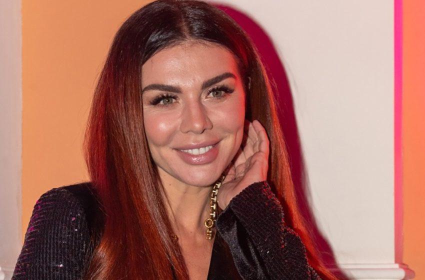 «Сокровенное желание»: Анна Седокова в красном бикини восхитила фанатов внушительными бедрами