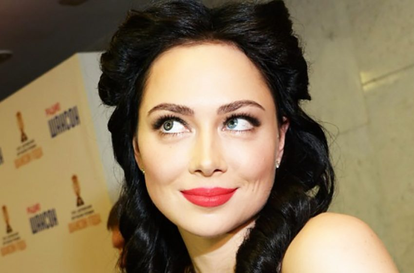 Самая привлекательная: Настасья Самбурская блеснула в корсете и чулочках на свежих фото